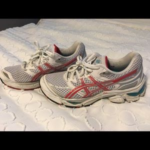 Gently used Asics Gel Cumulus 13